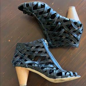 Carlos Santana black woven heels 8.5